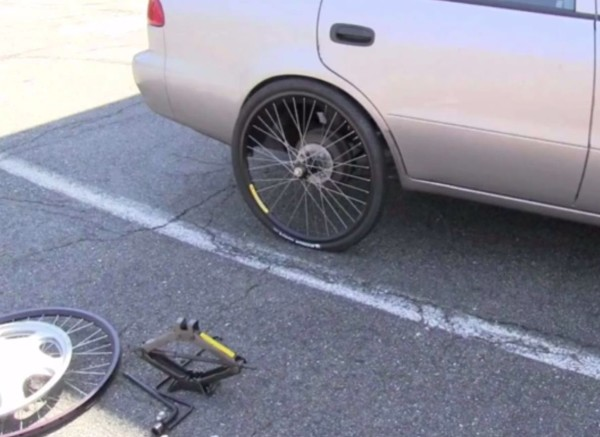 Car-on-bicycle-wheel-600x437